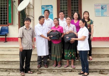 Quảng Bình Cải thiện chất lượng CSSKSS nhờ những cô đỡ thôn bản