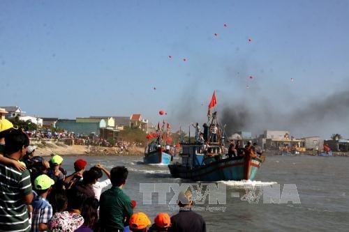 """Ngư dân Quảng Ngãi tưng bừng """"xông biển"""" đầu năm mới"""