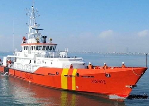 Cứu hộ an toàn 6 ngư dân gặp nạn tại vùng biển Hoàng Sa