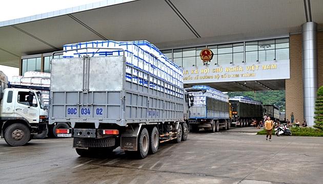 Cận Tết Tân Sửu xuất nhập khẩu sôi động qua Lào Cai