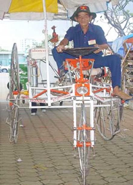 Lão nông sáng chế ra máy phun thuốc trừ sâu từ động cơ xe máy