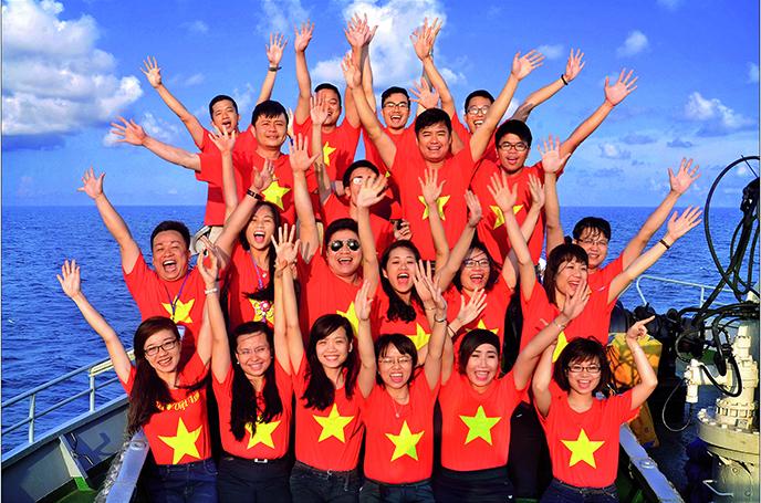 """Triển lãm ảnh """"Tuổi trẻ vì biển, đảo quê hương"""