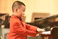 Bé năm tuổi độc tấu piano thu hút khán giả TP Hồ Chí Minh