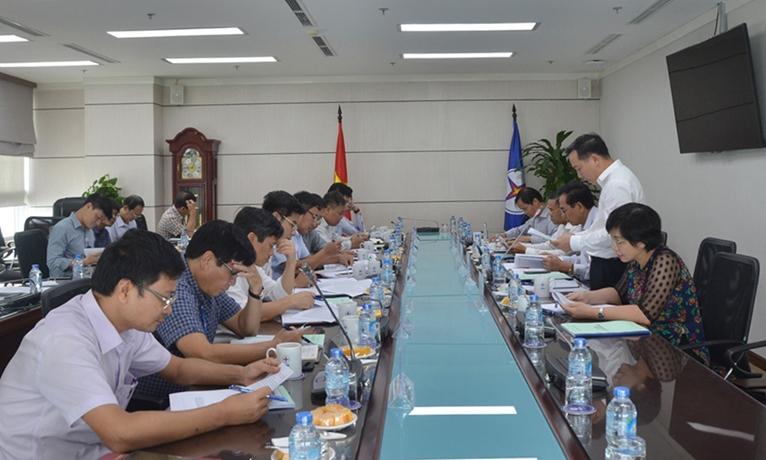 Đoàn giám sát của Đảng ủy Khối DNTW làm việc với Đảng ủy EVN