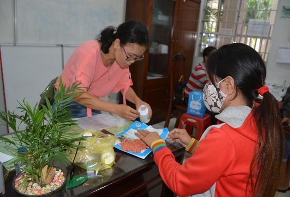 Việt Nam mua thuốc ARV rẻ hơn nguồn viện trợ từ 15 - 17