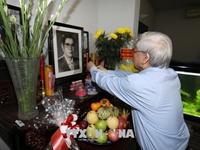 Tổng Bí thư thắp hương tưởng nhớ các đồng chí nguyên lãnh đạo Đảng, Nhà nước; thăm, tặng quà gia đình có công với cách mạng