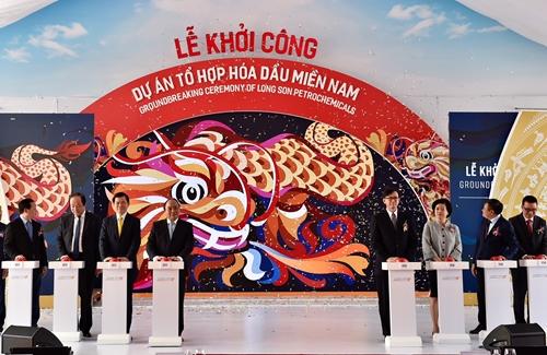 Thủ tướng Nguyễn Xuân Phúc dự lễ khởi công dự án trọng điểm Tổ hợp hóa dầu Miền Nam
