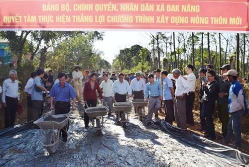 Kon Tum Ra quân xây dựng nông thôn mới đầu năm