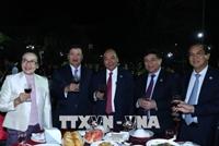 Thủ tướng Nguyễn Xuân Phúc và Thủ tướng Lào vui Tết cộng đồng Xuân Mậu Tuất 2018
