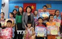 Phó Chủ tịch nước Đặng Thị Ngọc Thịnh thăm và tặng quà Tết tại tỉnh Trà Vinh 