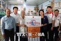 Phó Chủ tịch nước Đặng Thị Ngọc Thịnh thăm, chúc Tết các gia đình chính sách tại Vĩnh Long