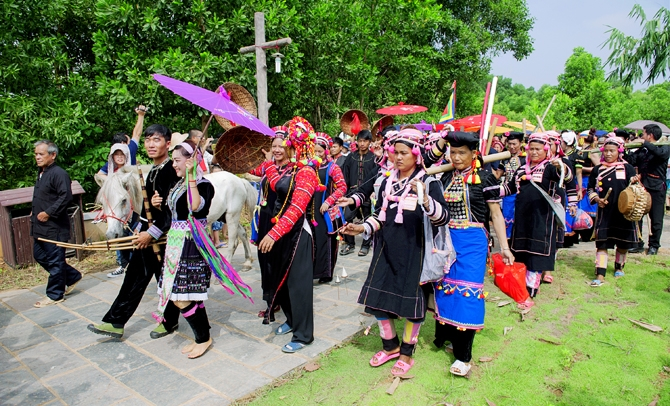 Thanh niên và đồng bào các dân tộc với biển đảo quê hương