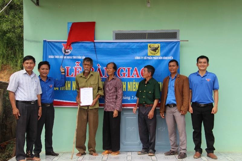 Đắk Lắk Bàn giao 4 nhà tình nghĩa tặng cựu thanh niên xung phong 