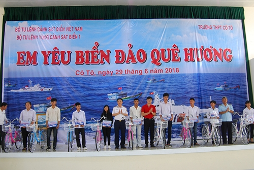"""Mô hình """"Cảnh sát biển đồng hành với ngư dân""""  Điểm tựa vững chắc cho ngư dân vươn khơi"""