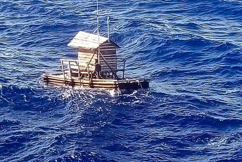 Indonesia Một thanh niên sống sót sau 49 ngày lênh đênh trên biển