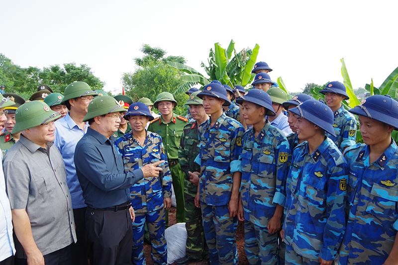 Phó Thủ tướng Trịnh Đình Dũng kiểm tra công tác phòng chống bão số 6 tại Quảng Ninh