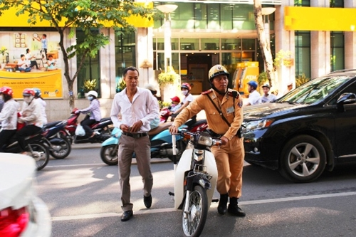 Đề nghị xử nghiêm hành vi không đội mũ bảo hiểm khi tham gia giao thông