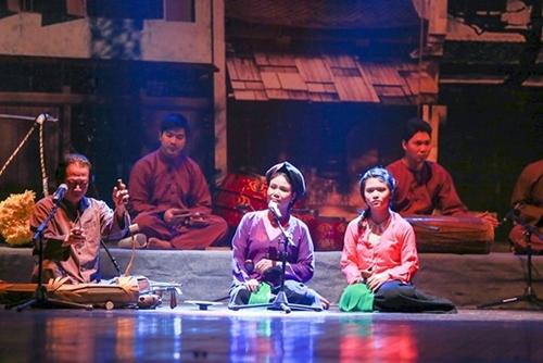 Nghệ thuật hát xẩm - Từ hè đường đến sân khấu