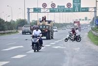Xử lý nghiêm mô tô, xe máy lưu thông trái phép trên đại lộ Thăng Long