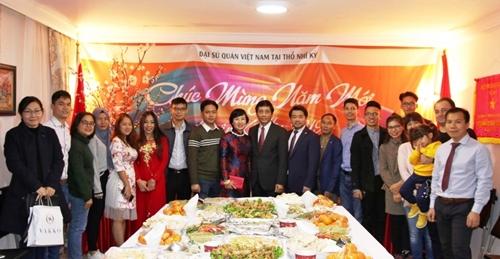 Cộng đồng người Việt ở nhiều nước tưng bừng đón Tết
