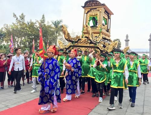 Độc đáo Lễ hội Đền Hai Bà Trưng