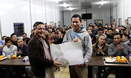 Đại sứ quán Việt Nam tại Algeria thăm, chúc Tết công nhân Việt Nam