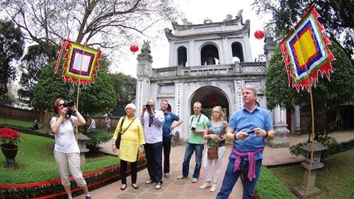 Du lịch Hà Nội thu hơn 2 000 tỉ đồng dịp Tết Nguyên đán 2019