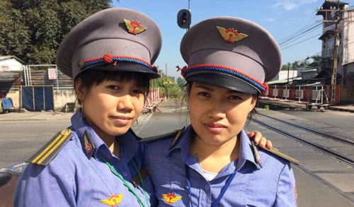 Bộ trưởng GTVT Nguyễn Văn Thể gửi thư khen 2 nhân viên gác chắn dũng cảm cứu người