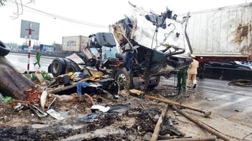 Thanh Hóa Tai nạn giao thông liên hoàn làm 8 người thương vong