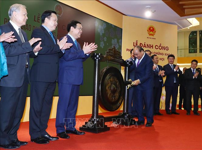 Thủ tướng Tiếp tục phát triển thị trường chứng khoán bền vững