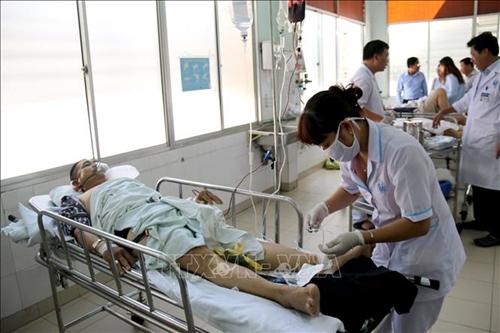 Khẩn trương cứu chữa các nạn nhân vụ lật xe khách tại Bình Thuận