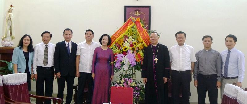 Đồng chí Trương Thị Mai thăm, chúc mừng Tòa Tổng giám mục Hà Nội nhân dịp Lễ phục sinh 2019