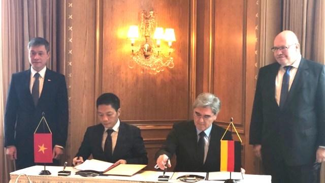 Ký thoả thuận khung về hợp tác trong lĩnh vực công nghiệp và năng lượng với Siemens