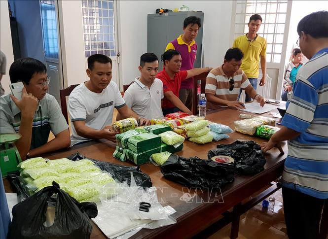 Bắt vụ vận chuyển 26,6 kg ma túy qua biên giới An Giang