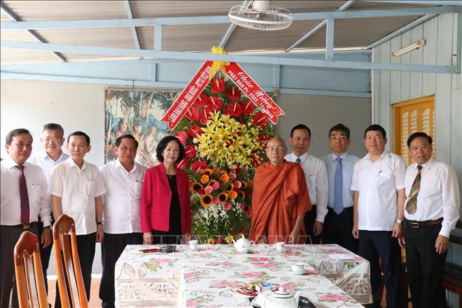 Đồng chí Trương Thị Mai chúc mừng lễ Phật đản tại thành phố Cần Thơ, Sóc Trăng