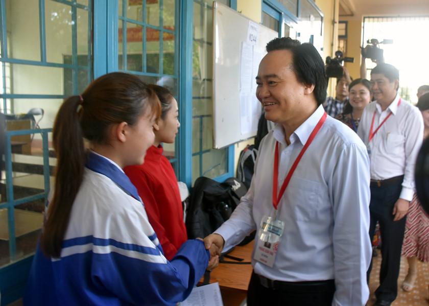 Bộ trưởng Phùng Xuân Nhạ Cần tạo tâm lý thoải mái cho thí sinh