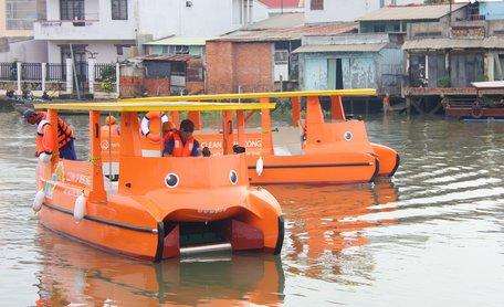 Vĩnh Long tiếp nhận 2 tàu thu gom rác sử dụng năng lượng mặt trời