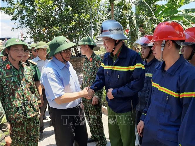 Đồng chí Phạm Minh Chính biểu dương lực lượng tham gia chữa cháy rừng ở Hà Tĩnh