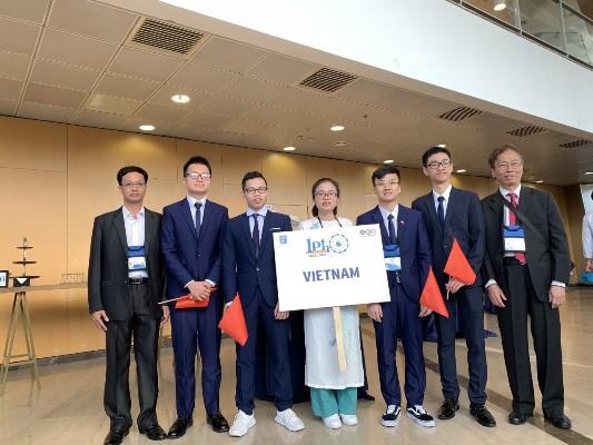 Việt Nam đoạt 3 Huy chương Vàng Olympic Vật lý quốc tế