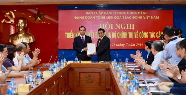 Đồng chí Nguyễn Đình Khang giữ chức Bí thư Đảng đoàn Tổng LĐLĐ Việt Nam