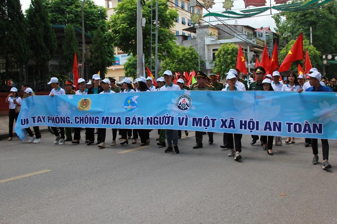 Mít tinh hưởng ứng Ngày toàn dân phòng, chống mua bán người  🎥
