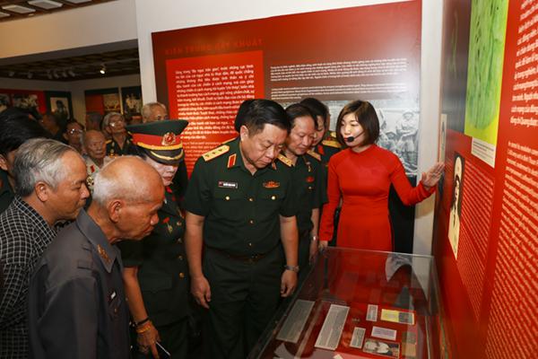 Trưng bày gần 300 hiện vật về chiến sĩ cách mạng bị địch bắt tù đày