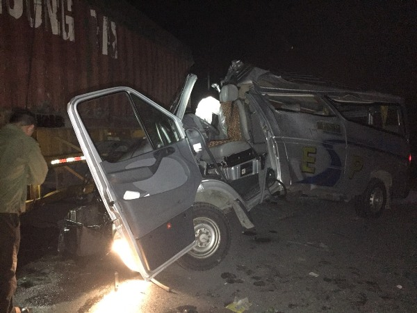 Hưng Yên Xe khách va chạm xe container, 16 người bị thương