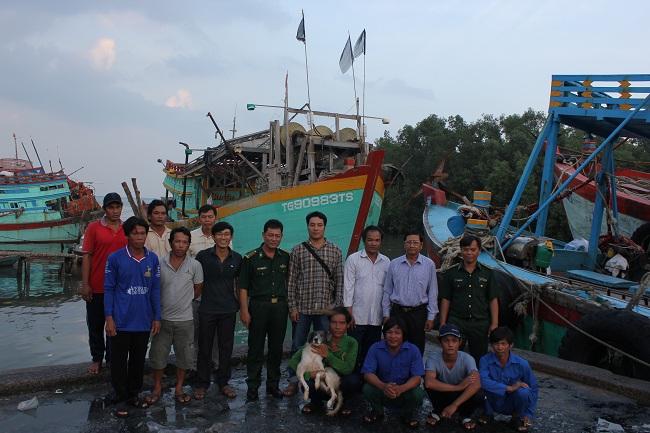 Tàu cá cứu 22 ngư dân Philippines đã cập cảng Vàm Láng