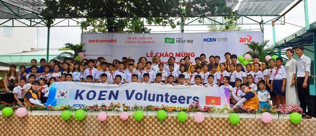 Tình nguyện viên Hàn Quốc hoạt động tại Trường Tiểu học Bình Hưng Hòa 1