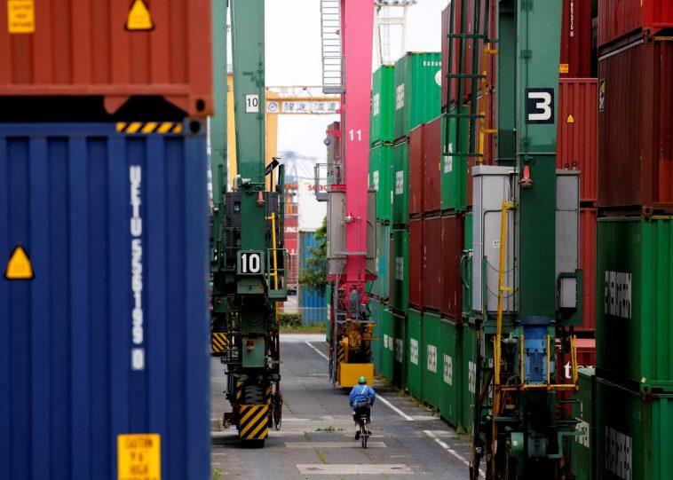 Xuất khẩu Nhật Bản giảm 8 tháng liên tiếp