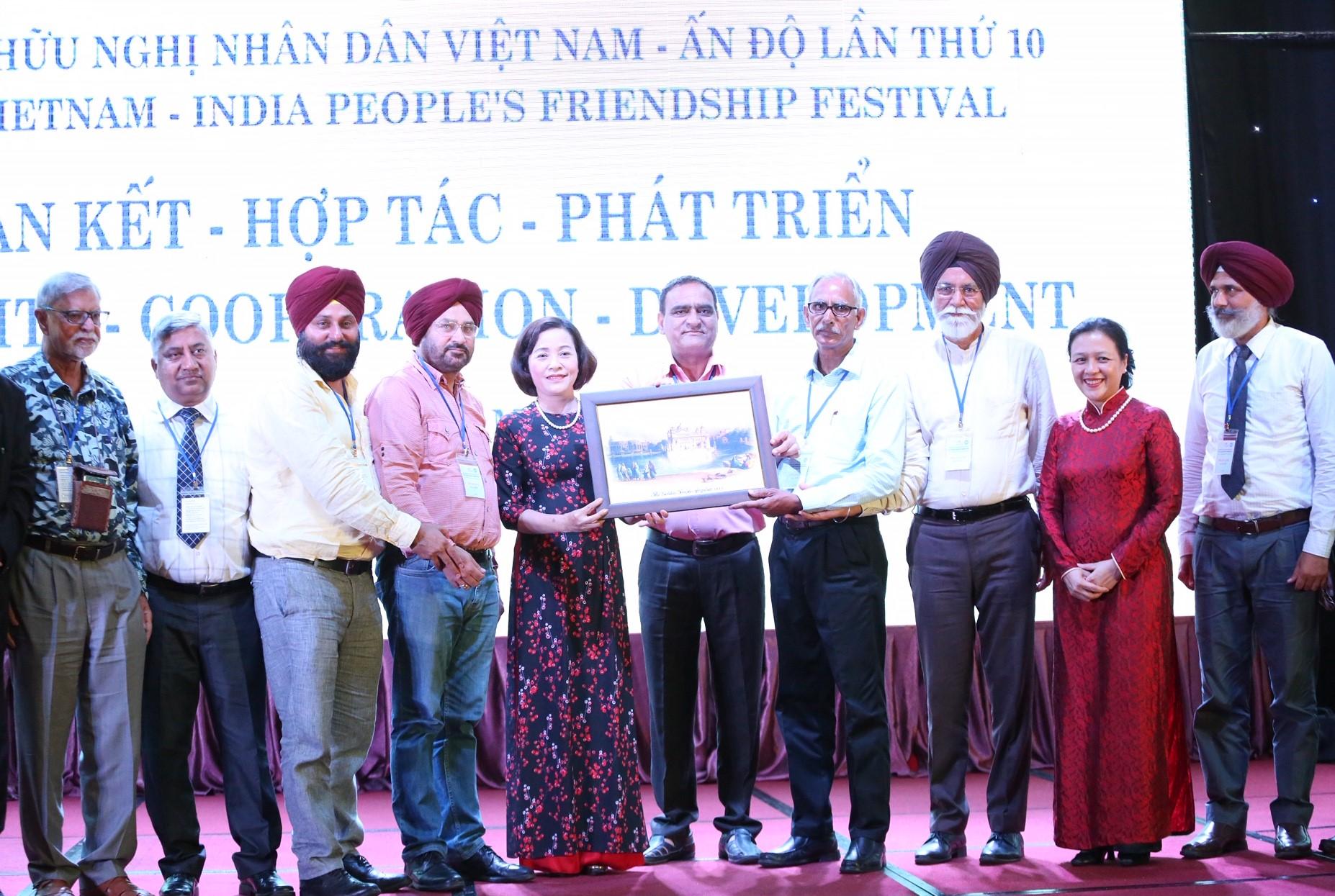 """Việt Nam - Ấn Độ """"Đoàn kết - Hợp tác - Phát triển"""""""