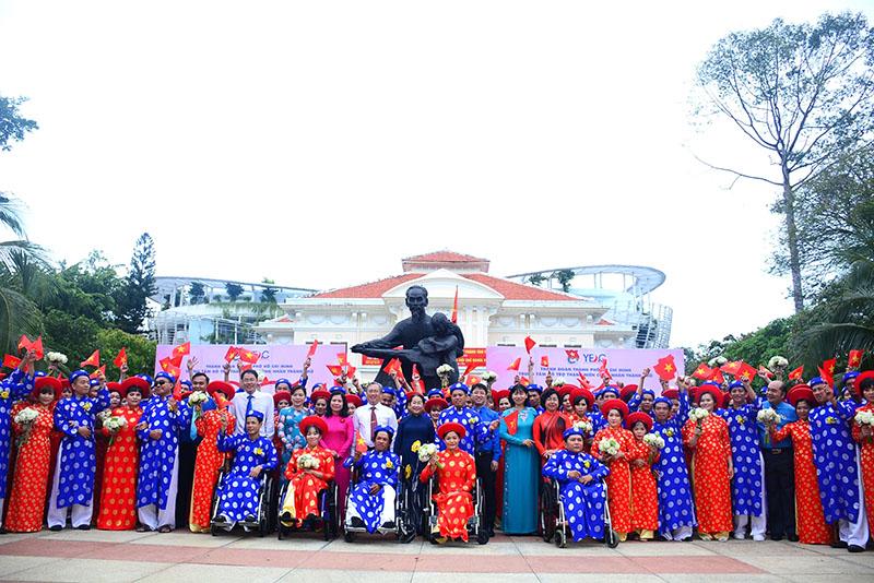 Lễ cưới tập thể của 100 cặp đôi công nhân trong ngày Quốc khánh
