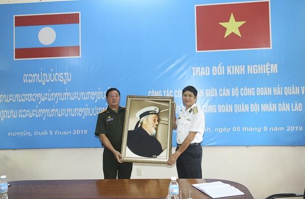 Trao đổi kinh nghiệm công tác Công đoàn Quân đội Việt Nam - Lào