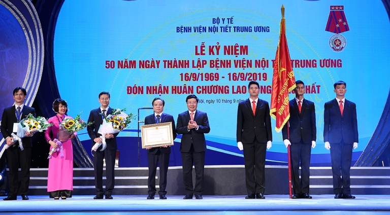 Bệnh viện Nội tiết Trung ương đón nhận Huân chương Lao động hạng Nhất